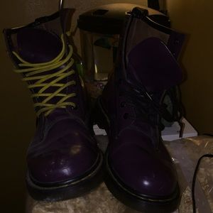 Selling a pair of size 10 dr.martens